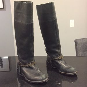 Dkny black riding boots with chain